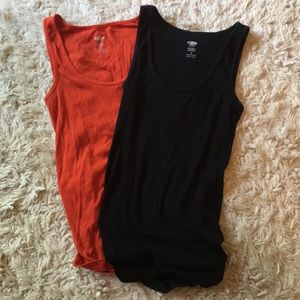2 Old Navy Maternity ribbed tanks szM